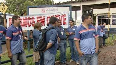 Funcionários da Zamim entram em greve - Funcionários da empresa Zamim entraram oficialmente em greve por tempo indeterminado. Eles reclamam do atraso nos salários e do corte de benefícios.