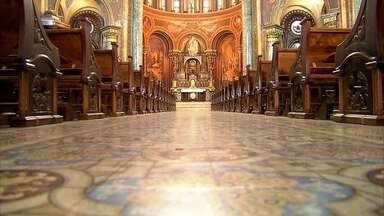 Conheça Igreja da Consoloção e o Museu do Relógio - A igreja foi erguida em 1909 e tem muitas obras de arte. Há alguns anos ela começou a ser restaurada. O altar principal é em bronze e mármore branco. Já o museu traz todas as formas de contar as horas.