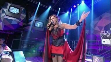 Daniela Mercury canta o sucesso 'O canto da cidade' - Cantora presta sua homenagem aos 30 anos do axé music