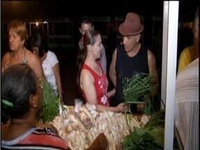 Produtos fresquinhos da roça conquistam consumidores em Glaucilândia - Agricultores comercializam os produtos na Feira da Agricultura Familiar.
