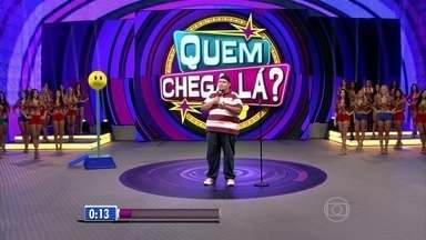 Rogério Morgado inaugura nova temporada do 'Quem Chega Lá?' e arranca risadas do público - Comediante anima a plateia