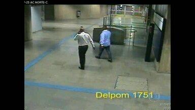 Polícia prende suspeito de estuprar jovem de 18 anos em estação do metrô - O rapaz de 20 anos é suspeito de ter estuprado uma adolescente dentro da Estação República do Metrô. O rapaz, que é ex-funcionário da empresa onde a vítima trabalha, disse que outras pessoas participaram do crime.