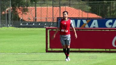 Atlético-PR corre atrás de reforços para o restante da temporada - Primeiro a chegar foi o volante Jadson, ex-Udinese, anunciado durante a manhã de quarta-feira