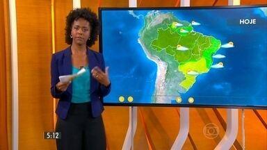 Confira como fica o tempo nesta quinta-feira (9) em todo o país - Os maiores volumes de chuva devem se concentrar, mais uma vez, no leste da Bahia. O motivo é o vento úmido que vai soprar do oceano e reforçar as áreas de instabilidade sobre a região.