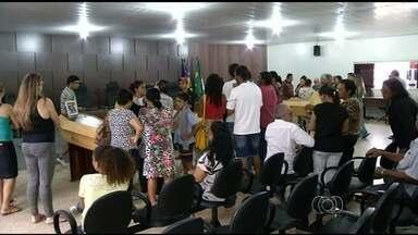 Corpos de 5 vítimas de acidente na GO-080 são enterrados em Santo Antônio do Descoberto - Acidente envolveu dois veículos e deixou sete pessoas mortas. Todos os corpos foram carbonizados.