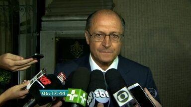 Geraldo Alckmin fala pela primeira vez depois da morte do filho mais novo em acidente - Thomaz Alckmin, filho do governador de São Paulo, morreu na queda de um helicóptero em Carapicuíba, na Grande São Paulo. Outras quatro pessoas também morreram no acidente.