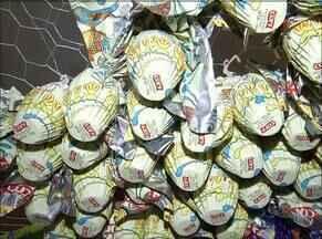 Para zerar o estoque, comerciantes promovem descontos de até 65% em ovos de Páscoa - Para zerar o estoque, comerciantes promovem descontos de até 65% em ovos de Páscoa