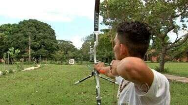 Atleta olímpico do tiro com arco vai representar o Brasil nas Olimpíadas - O incentivo à prática esportiva nas aldeias indígenas. Conheça um atleta olímpico do tiro com arco, que vai representar o Brasil nas Olimpíadas.