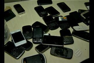 Polícia impede entrada de 28 telefones celulares em presídio de Marituba - Telefones estavam dentro de aparelhos eletrônicos como ventiladores, TV´s e sons. Pessoas que transportavam objetos foram presas.
