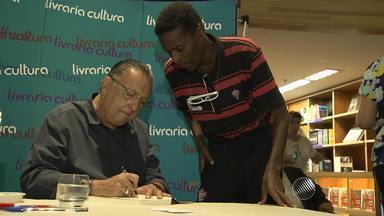 Galvão Bueno lança livro em Salvador - Muitos fãs, inclusive famosos, foram prestigiar a noite de autógrafo em uma livraria da cidade.