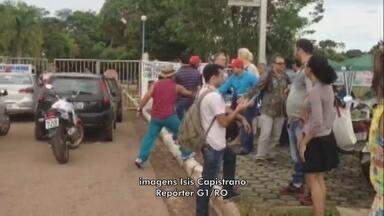 Clima tenso marca último dia de paralisação de servidores da Unir - Alunos tentaram abrir à força portão de campus bloqueado por manifestantes.Paralisação de professores e servidores teve início na última terça-feira, 7.