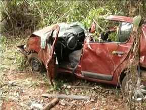Homem furta carro em Fabriciano, cai em matagal durante a fuga e é preso - Polícia seguiu carro após suspeito ser visto por um amigo da vítima.