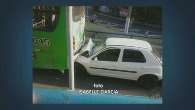 Homem morre após acidente no Viaduto Cury em Campinas - Um homem morreu na manhã deste sábado (11) após colidir com a traseira de m ônibus. Segundo o Corpo de Bombeiros, o homem tinha aproximadamente 30 anos.