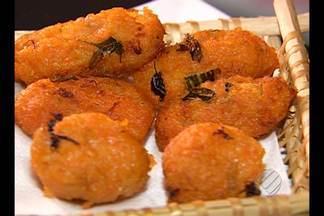 Chef ensina a preparar bolinho de abóbora com manga - Receita que 'não deu certo' originou petisco com toque agridoce. Preparo é fácil e rende 15 bolinhos.
