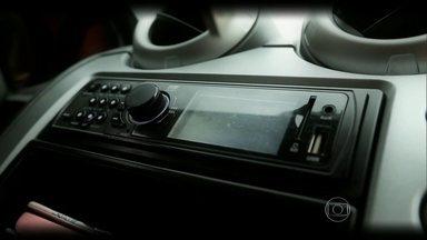 """Acústica do carro colabora para motoristas e passageiros soltarem a voz - Os cantores de automóvel aproveitam o efeito """"estúdio"""" para interpretações empolgantes e divertidas."""
