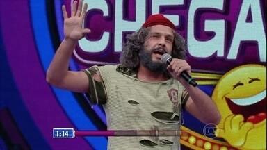 Índio Bem diverte a galera com o personagem Mendigo Mundiça - Confira a performance da fera no 'Quem Chega Lá?'