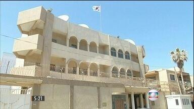 Duas pessoas morrem em atentado na embaixada da Coreia do Sul, em Trípoli - Grupo Estado Islâmico assumiu a autoria dos atentados. Transformador de energia explode e mata dois estudantes no Quênia. Hillary Clinton será candidata à presidência dos EUA.