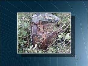 Carros caem em desfiladeiro após batida no distrito de Taquaruçu - Carros caem em desfiladeiro após batida no distrito de Taquaruçu