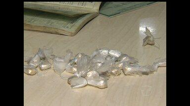 Homem é preso com 23 pedras de crack em Santarém - Ele foi preso em flagrante comercializando droga no bairro Livramento. Polícia já investigava suspeito sobre a prática. Ele já foi preso por tráfico.