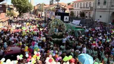 Romaria das Mulheres reúne devotas em Festa da Penha, no ES - Caminhada aconteceu na tarde deste domingo (12), em Vila Velha.Mulheres deram graças à padroeira do estado.