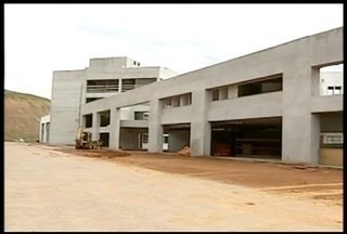 Obras do Hospital Regional de Valadares serão reiniciadas - Construção estava parada desde o último mês de fevereiro.