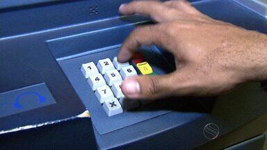 Acesso a sistemas eletrônicos requer senhas e profissional atenta para cuidados - Acesso a sistemas eletrônicos requer senhas e profissional atenta para cuidados.
