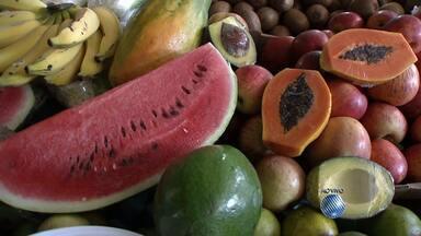 Saúde: Nutricionista dá dicas para ingerir quantidades ideais de saladas e frutas - Confira as dicas.