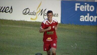 Zagueiro conta da emoção do primeiro gol como profissional pelo Comercial-MS - Jovem de 21 anos empatou jogo contra o Naviraiense no jogo de ida da semifinal do Campeonato Estadual.