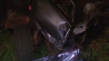 Acidente entre três carros deixa pelo menos oito mortos na PR-090 - Pelo menos outras cinco pessoas ficaram feridas, de acordo com a PRE.