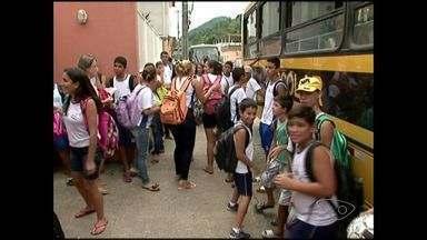 Pais de alunos denunciam escolas que reduziram turmas para cortar gastos no ES - Secretaria de Educação informou que a reorganização das turmas acontece todos os anos.