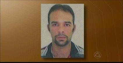 Homem é encontrado morto dentro de carro em Jaguaribe, em João Pessoa - Segundo a polícia, a vítima era acusada de homicídio.