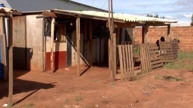 Indígenas reclamam das residências em aldeia urbana da capital - Comunidade indígena reclama da qualidade das casas e a falta de esgoto