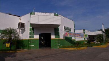 Moradores sofrem em conseguir atendimento durante greve dos médicos em Cuiabá - Nossa equipe acompanha as pessoas que precisam de atendimento médico em policlínicas da capital . Apenas os casos considerados de urgência são atendidos. Alguns pacientes vão para casa sem tratamento.