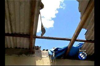 Chuva e ventania destelharam casas na travessa Antônio Baena, em Belém - Segundo a Defesa Civil municipal, 16 casas foram destelhadas parcialmente. Ainda no domingo (19) uma equipe esteve no local para fazer o levantamento da área.
