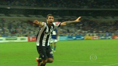 Atlético-MG supera o Cruzeiro, no Mineirão, e avança para a final do Campeonato Mineiro - Com dois gols de Pratto, Galo virou a partida sobre o rival
