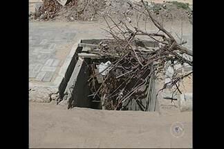 Moradores do Cosme e Damião reclamam de uma obra abandonada - No prédio deveria funcionar o Clube do Bairro