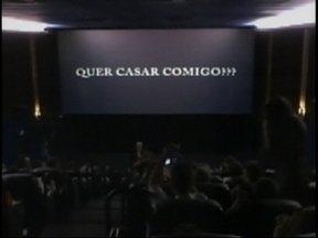 Noivo pede a namorada em casamento dentro de uma sessão de cinema em São Miguel do Oeste - Noivo pede a namorada em casamento dentro de uma sessão de cinema em São Miguel do Oeste