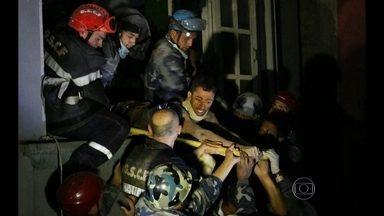 Nepal intensifica a busca por sobreviventes após terremoto devastador - Força-tarefa no país se concentra para ajudar os feridos e encontrar sobreviventes. Quatro dias depois do terremoto fica cada vez mais difícil achar alguém vivo debaixo dos escombros.