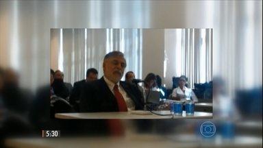 Ex-diretor da Petrobras presta novo depoimento, em Curitiba - Paulo Roberto Costa afirmou que havia pagamento de propina em todos os contratos do chamado Clube - grupo de empresas que fraudavam licitações da Petrobras.