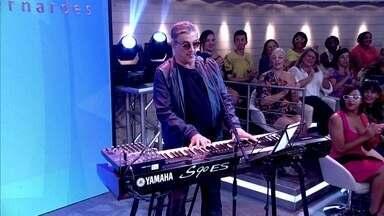 Ivan Lins canta 'Novo Tempo' - Cantor da MPB abre o programa com um de seus clássicos