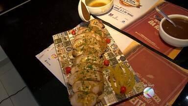 Cozinheiros de Juiz de Fora mostram receitas de molhos usados no 'Comida Di Buteco' - Ingrediente completa a comida e no festival tem feito muito sucesso.