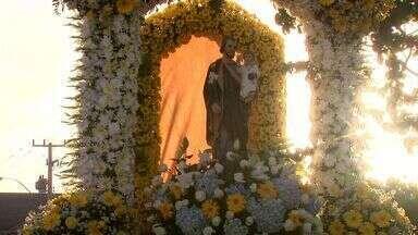 Católicos fazem procissão de homenagem a São José - Em Maceió muitos fiéis se juntaram a procissão que percorreu ruas do centro da cidade.