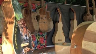 Luthier Duílio começou pela viola de cocho e evoluiu para o violão e a viola caipira - Vamos conhecer Luthier Duílio Sampaio, que começou pela viola de cocho e evoluiu para o violão e a viola caipira de cocho