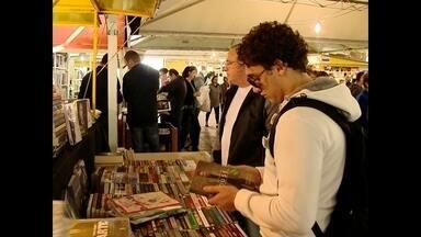 Último fim de semana da Feira do Livro de Santa Maria, RS - Na programação deste sábado (09) tem espetáculos e shows infantis, além de contação de histórias. O Livro Livre é com o jornalista André Trigueiro.