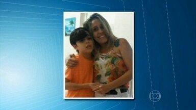 Mãe é presa em Fortaleza acusada de matar filho autista com veneno - Segundo a polícia, ela também tentou matar o marido, que sobreviveu. Ela responde pelos crimes de homicídio e tentativa de homicídio, os dois triplamente qualificados.