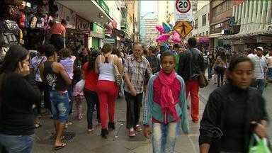 Véspera do Dia das Mães tem movimento intenso no comércio - Expectativa de vendas é de R$ 360 milhões.