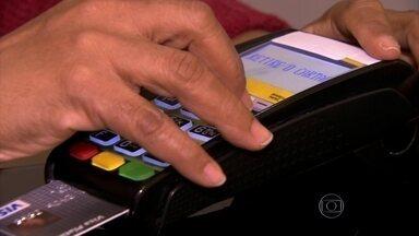Juros ao consumidor chegam às alturas - Os juros ao consumidor estão nas alturas e subindo. A Associação Nacional dos Executivos de Finanças divulgou como andam os juros do empréstimo pessoal, do cheque especial e do cartão de crédito.