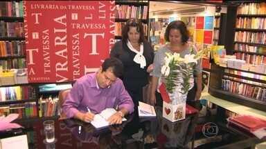 Andre Trigueiro lança livro no Rio - O jornalista da TV Globo, André Trigueiro, lançou na última segunda-feira (12), no Rio de Janeiro, um livro sobre o suicídio.