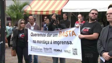 Jornalistas protestam em Londrina contra ameaças sofridas pela categoria - Representantes dos sindicatos falaram da gravidade das ameaças recebidas por jornalistas do estado no exercício da profissão.