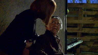 Gloria Pires mostra os bastidores de mais um crime de Beatriz - De peruca, a atriz adianta o que a vilã vai aprontar contra Sebastião